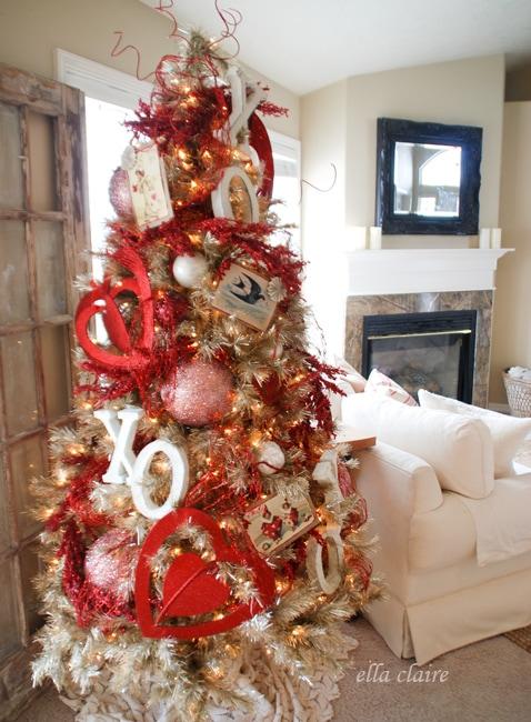 Schön Vintage Valentine Tree With Handmade Ornaments