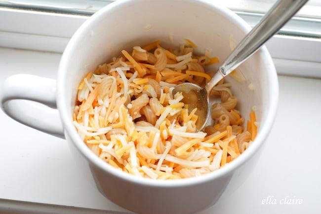 Homemade Single Serve Microwave Macaroni And Cheese In A Mug